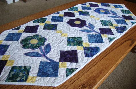 flowers table runner pattern quilt addicts anonymous