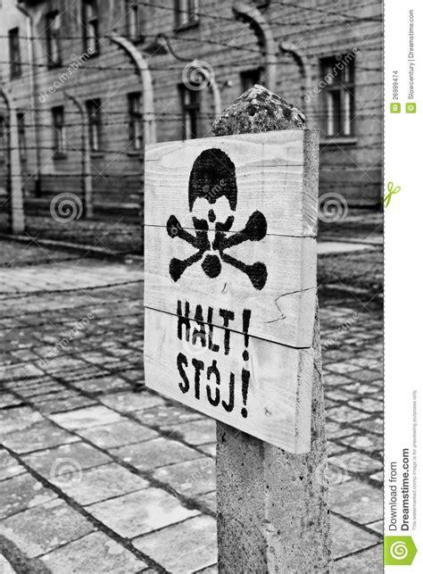 test della morte una testa della morte firma dentro auschwitz immagine