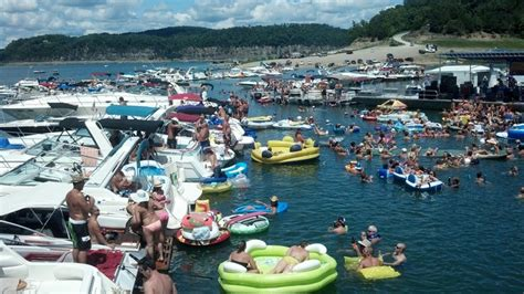 biggest tourist boat in the world lake cumberland world s largest raft up official