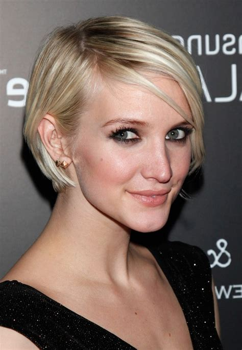 hairstyles for thin hair celebrity celebrity ashlee simpson short graduated bob haircut for