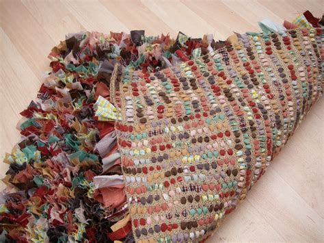 Make Rag Rug by Stitchin The Day Away Rag Rug Tutorial