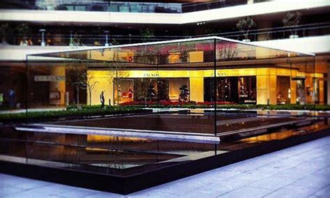 apple zorlu photos show seamless glass cuboid to cap new turkish apple