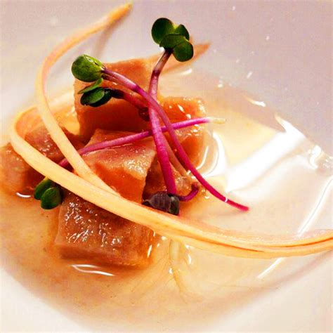 cucinare il tonno rosso sashimi di tonno rosso con radicchio trevigiano tardivo