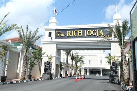 enter picture   sahid rich jogja hotel sleman