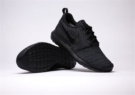 Nike Roshe Run Flyknit Fullblack nike flyknit roshe run black sneak