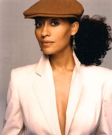 Revo Hair Styler Out Of Business by Tracee Ellis Ross Has Style And So Does New