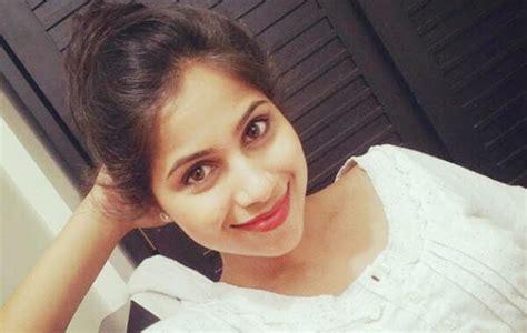 Ranjang Dan Kasurnya cantik dan veebha anand subhadra suka selfie