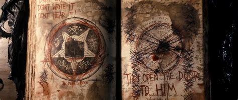 evil dead center a mystery books blizzarradas evil dead 2013