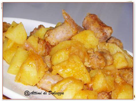 cucinare salsiccia e patate in padella salsiccia e patate in padella attimi di salato