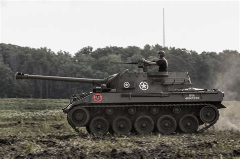 1944 buick m18 hellcat tank destroyer side view in motion