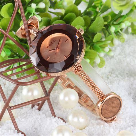 Weiqin Jam Tangan Analog Wanita Wei7677 Gold weiqin jam tangan analog wanita wei949596 gold