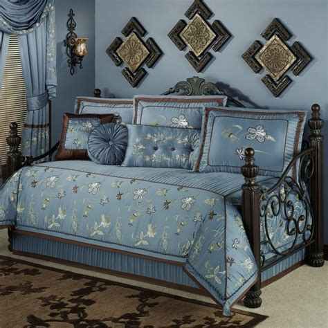 girls daybed comforter 17 best ideas about girls daybed on pinterest built in