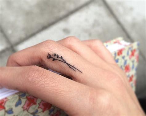 imagenes de corazones tatuados 1001 ideas y consejos de tatuajes en los dedos