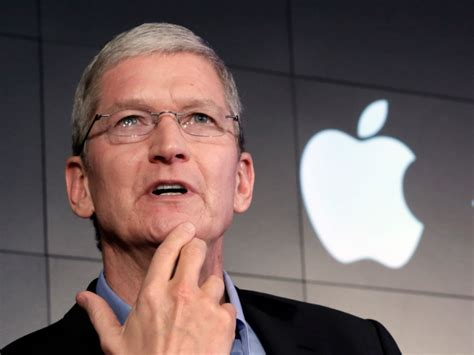 apple ceo apple ceo tim cook says he forgot to say something