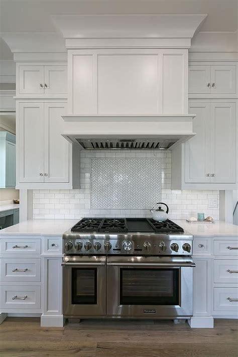 kitchen stove hoods design best 25 kitchen hoods ideas on kitchen