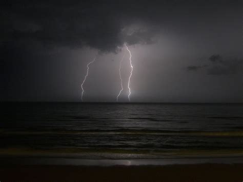 lighting by the sea lightning the sea by donkotsu on deviantart