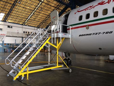 aircraft maintenance step ladders stepladders docks and platforms for aircraft maintenance