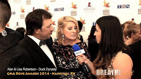 lisa robertson gma interview duck dynasty s alan robertson gma dove awards 2014 red