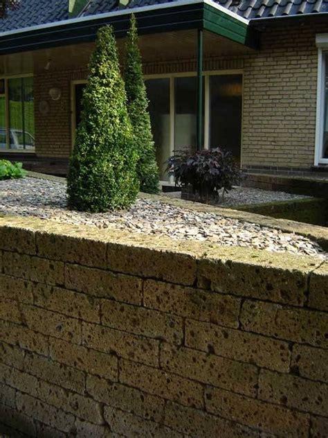 mattoni tufo giardino blocchi di tufo materiali per il giardino
