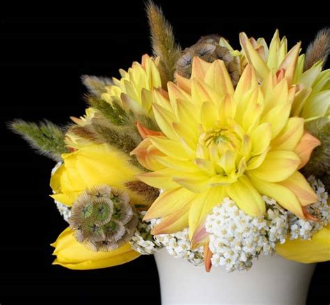 yellow flower centerpieces and table decoration ideas