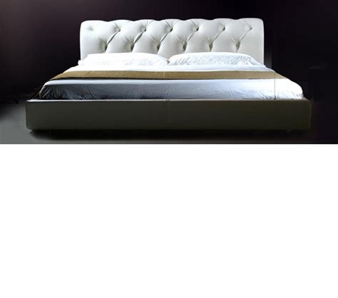 white platform bed dreamfurniture com sophia white leather tufted