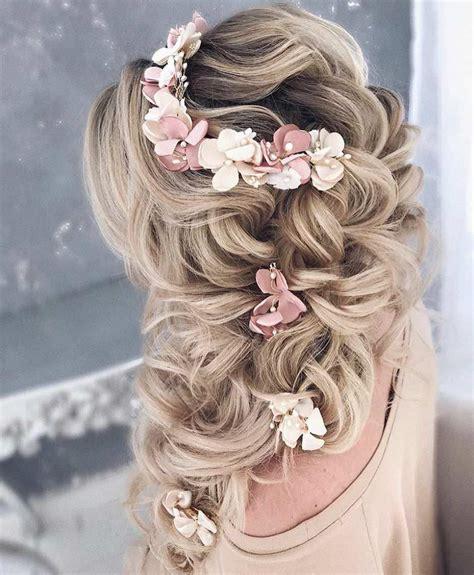 acconciature con fiori freschi acconciature da sposa con fiori freschi acconciature