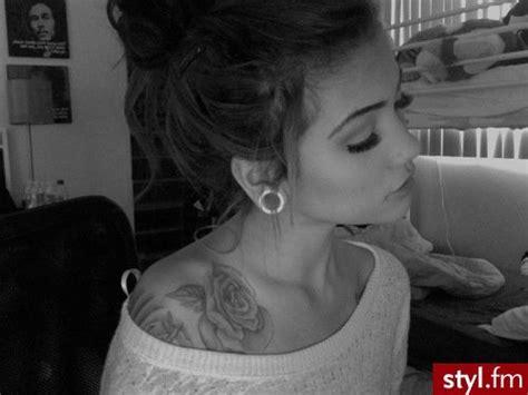 rose shoulder tattoos tumblr top 10 most attractive shoulder designs 2014