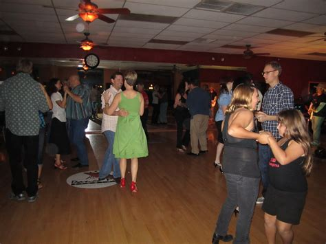learn to country swing dance learn country two step at toby keith s bar dance lessons