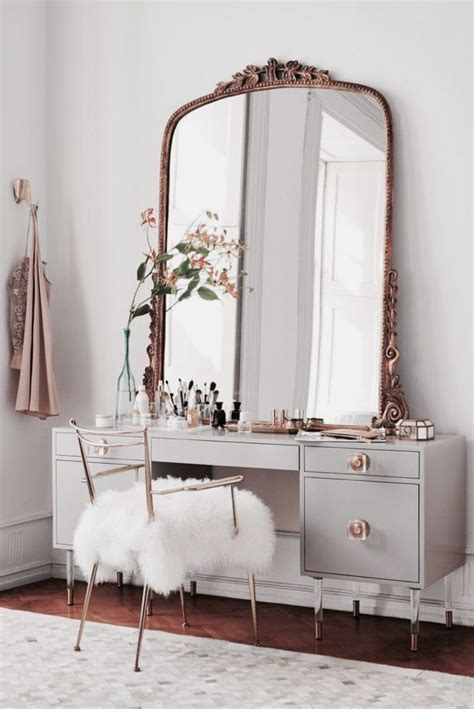 Antique White Bedroom Vanity by 17 Best Ideas About Dressing Tables On