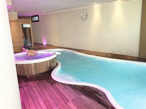 centro benessere con vasca idromassaggio in offerta tra umbria ed emilia romagna con piscina coperta