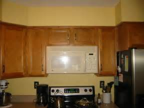 oak kitchen cabinets wall color 187 best wall color for oak cabinets