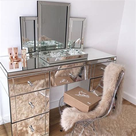 Mirrored Makeup Vanity Table 25 Best Ideas About Makeup Vanity Desk On Mirrored Vanity Desk Makeup Vanity