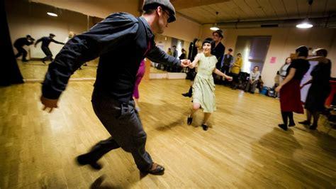 swing tanz swing und charleston tanz der 20er jahre feiert sein