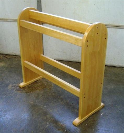 Quilting Rack Plans by Wooden Quilt Stand Plans Pdf Woodworking