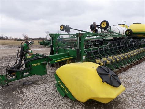 32 Row Planter by Large Wide 32 Row Deere Db60 Corn Planter