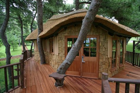 awesome tree houses amazing cool tree house ideas home design