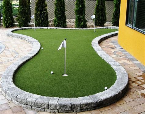 putting greens for backyards best 25 backyard putting green ideas on