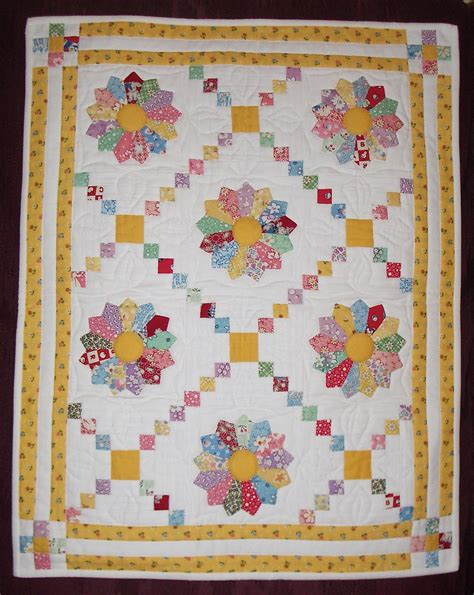 Dresden Plate Quilt Pattern by Lovely Layout Quilts Dresden Plate