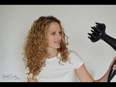 Drying Really Curly Hair how to curly hair using a diffuser justcurly