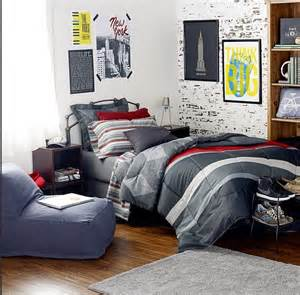 Room Decor For Guys by 25 Best Ideas About On Collge Board