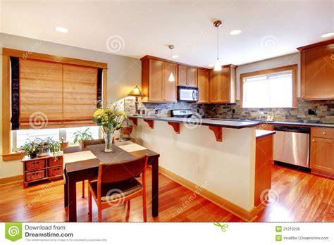 Delicious Colori Sala Da Pranzo #1: sala-da-pranzo-e-cucina-con-i-colori-dorati-21210236.jpg