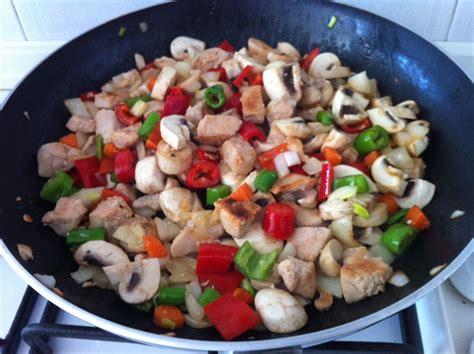 yemek tarifi mantarl tavuk gs sote 17 mantarlı sote tavuk