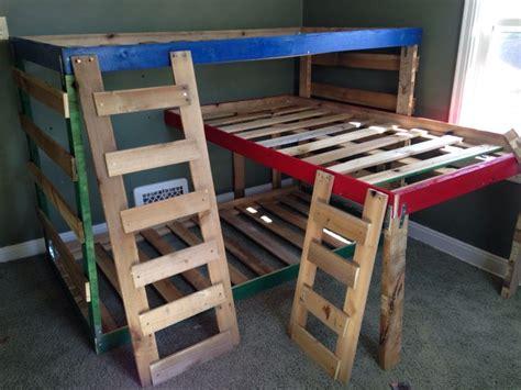 pallet loft bed 25 best ideas about pallet bunk beds on pinterest