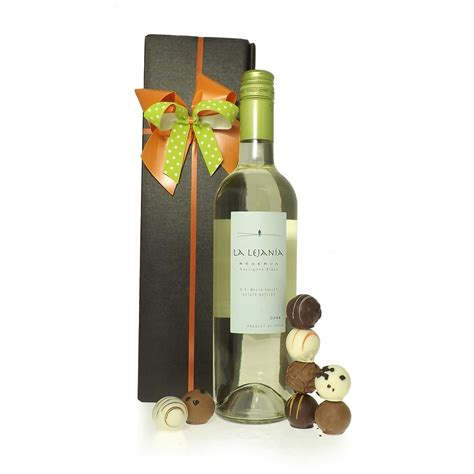 white wine gift set gifts from friars uk