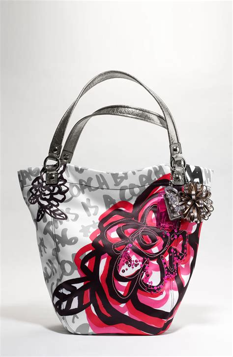 couch poppy bella tote from coach in poppy floral graffiti