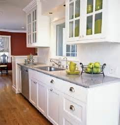 small kitchen makeover 17 best ideas about small kitchen makeovers on pinterest