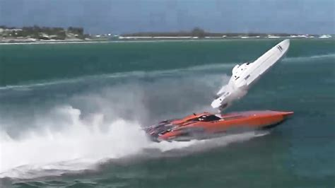 key west boat race youtube dramatic footage shows powerboat flipping over during key