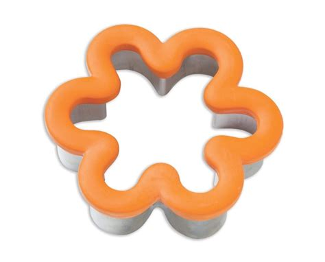 wilton cookie cutters wilton flower comfort grip cookie cutter 4 quot