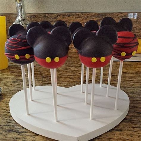 Standing Cup Mickey Mouse Stand Cake it mickey mouse cakes pops displayed in a cake