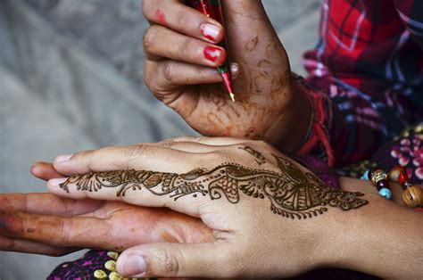 do henna tattoos hurt do tattoos a smell howstuffworks